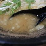 麺屋 武一 - 濃厚鶏骨醤油そばのスープ