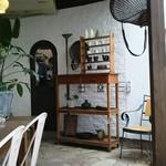 ダイニングカフェ・ボリジ - ペット可側の店内♪入り口から左側