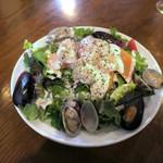 CONA - 大盛り魚介サラダ