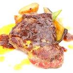 65177760 - プレジャー 3780円 の牛ロース肉のグリエ ブラックペッパーオニオンソース