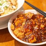 紅虎家常菜(DELI) - マーボー豆腐かけご飯