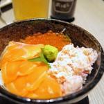 個室居酒屋 北海道漁港 なまら屋 - いくらとサーモンと蟹の豪華海鮮丼¥990