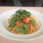 ピッキオ - 料理写真:ツナと春菊のトマトソーススパゲティ