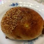 三好パン - くりパン(160円)甘い和栗が練り込んでありました。生地もふわっとした感じ