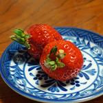 鷹匠壽 - デザートの苺