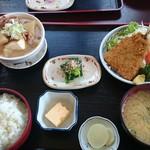 みのり食堂 - 2017/03/08 12:20訪問 もつ煮&アジフライ定食