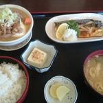 みのり食堂 - 2017/02/15 11:50訪問 もつ煮&サバ塩焼き定食