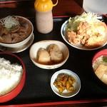 みのり食堂 - 2016/11/18 11:45訪問 もつ煮&鶏唐揚げ定食