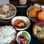 みのり食堂 - 2016/10/19 12:05訪問 もつ煮&ヒレカツ定食