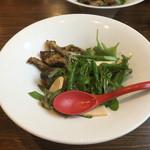 麺作 赤シャモジ - 2017/04/08 香草豚のトンテキと旬野菜の冷やし麺 定番冷やし中華タレ 800円