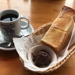 コメダ珈琲店 - 料理写真:ブレンドコーヒー+モーニングCセット420円(税込)