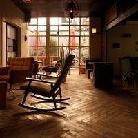 2フロアに分かれる店内。全てソファ席。半個室もございます(15名様〜貸切OK)。