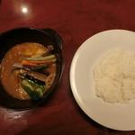65190560 - 骨付きチキンとたっぷり野菜のスープカレー