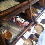 雷神堂 - 飾られている煎餅達