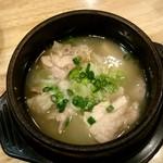 居酒屋三蔵 - 鶏塩煮込み:380円
