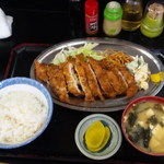 キッチンあべ - とんかつ(小ライス,味噌汁,漬物)