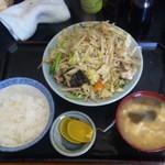 キッチンあべ - 野菜炒め(小ライス,みそ汁,漬物