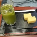 65197172 - 冷抹茶と芋ようかんセット680円