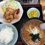 天芯ラーメン - 唐揚げセット、ラージャン麺