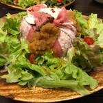 65198501 - 温玉のせ★ローストビーフサラダ丼★〜自家製玉ねぎ&ヨーグルトの2種ソースで〜