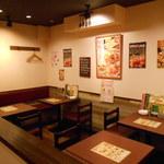 イタリアンバル Tino - 店内(テーブル席1)