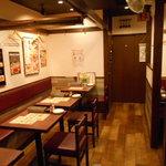 イタリアンバル Tino - 店内(テーブル席2)