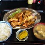キッチンあべ - 唐揚げ(小ライス,みそ汁,漬物)