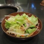 新羅亭 - レタス、大根、人参、赤タマネギ、ねぎのチョレギサラダ