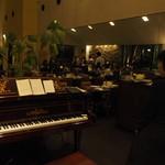 サンマルク - ピアノと店内