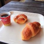 パリーズベーカリー - サービスのコーヒーとテラスで