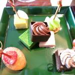 ザ パレス ラウンジ - 3種のオリジナルショコラ 4種のスイーツピンチョス