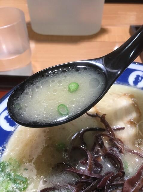 博多らーめん ShinShin 天神本店 - 飲みやすいスープ