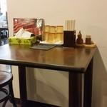 鐘庵 - テーブル席の様子