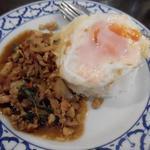 ライカノ - 鶏肉のホーリーバジル炒め800円