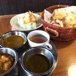 ザイカ1番レストラン - 料理写真:ザイカバイキング 980円 3種のカレー・スープ・サラダ・ナン (カレー・ナン・ライス・スープ・サラダおかわり自由)  1回目から凄いボリューム! おかわりする方は勇気いります(笑)