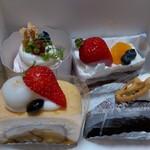 洋菓子工房 クリクリ - 左上から時計回りに「桜のモンブラン、フレーズ、ショコラ、和」