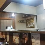 神田町 虎玄 - 店内のカウンター席からの様子