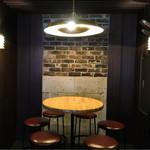 Bar TARU - 店内奥の丸テーブル