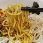 台湾ケンさん - 「台湾まぜそば (650円)」の麺リフト