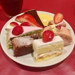 65218763 - 苺フェア第2弾で苺系のデザートがたくさん。