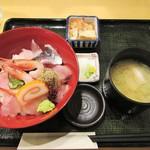 65219306 - はこぶね海鮮丼。1800円