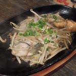 中野ウロコ本店 - 牡蠣の鉄板バター焼き799円