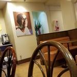 印度カレー 小いけ - 至る所に小池義次郎さんの写真