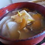 65223129 - 豆腐、大根、人参、こんにゃく、胡桃、芋ガラ、椎茸。