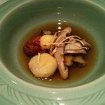 65223272 - 昆布と干し椎茸に鮑の出汁を合わせた薬膳スープ