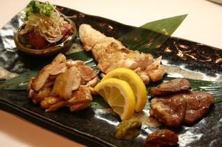 らんまる - 総州古白鶏の炭火焼盛り合わせ ¥950