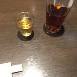 あたか飯店 - 食前酒がわりの梅酒とお茶