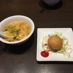 あたか飯店 - 日替わりスープ、揚げ餃子ボール