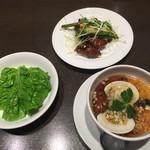 あたか飯店 - 蛤入り中華風茶碗蒸しと牛肉のピリ辛炒め