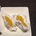 あたか飯店 - カスタード饅頭の中